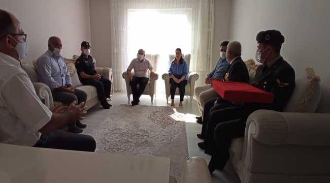 Mersin'de şehit uzman çavuşun şehadet belgesi ailesine teslim edildi
