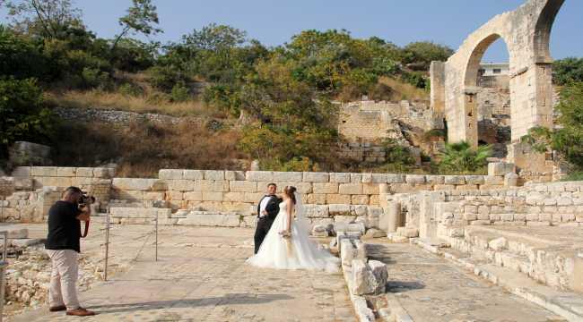 Mersin'deki antik kent yeni evlenen çiftlere doğal fotoğraf stüdyosu oldu