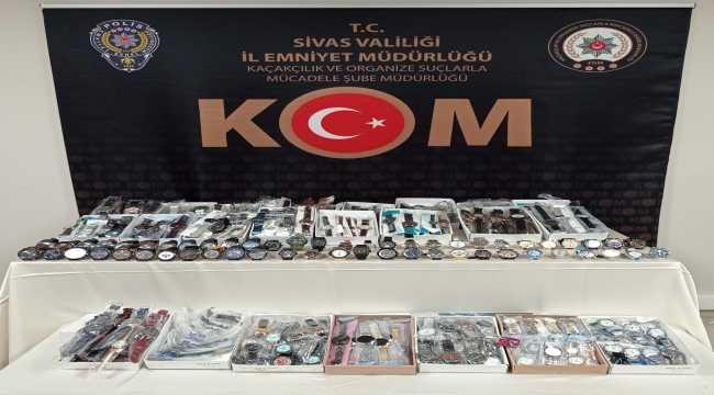 Sivas'ta gümrük kaçağı 485 adet kol saati ele geçirildi