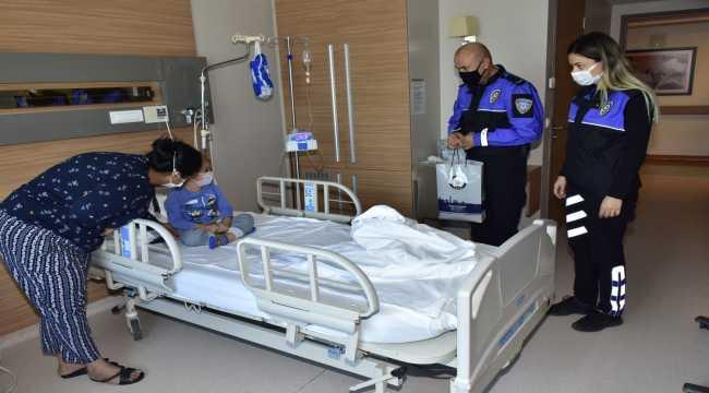 Adana'da polisten lösemili çocuklara ziyaret