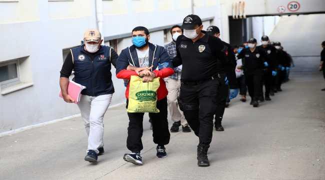 Adana merkezli DEAŞ operasyonunda yakalanan 22 zanlıdan 20'si tutuklandı