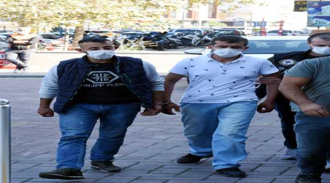 Antalya'da uyuşturucu ticareti iddiasıyla 2 zanlı tutuklandı