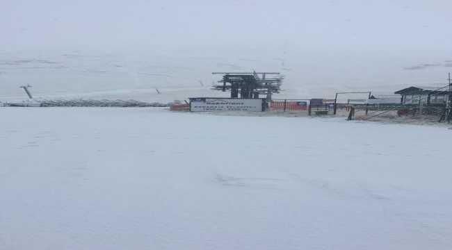 Antalya'nın merkezinde sağanak, yüksek kesimlerinde kar etkili