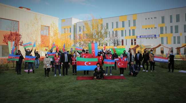 Azerbaycanlı öğrencilerden Dağlık Karabağ kutlaması