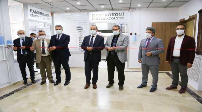 Cumhuriyet Üniversitesinde kurulan eğitim atölyelerinin açılışı yapıldı