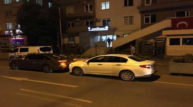 Düğün konvoyuyla trafiği engelleyerek araçlarından inip halay çeken iki sürücü yakalandı