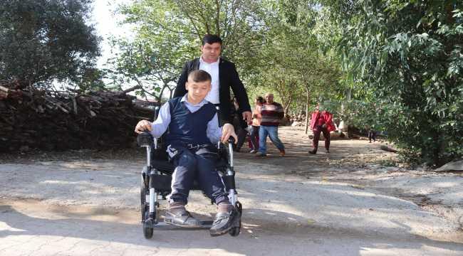 Engelli çocuğun akülü tekerlekli sandalye hayali gerçek oldu