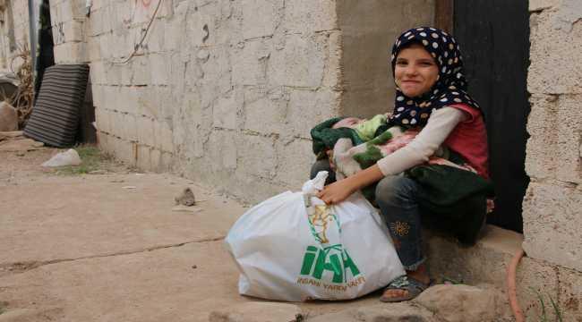 İHH tarafından Afrin'deki yetimlere gıda kolisi dağıtıldı