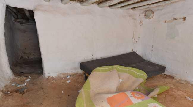 Isparta Belediyesi, kerpiç evde yaşayan aileye ev yapacak