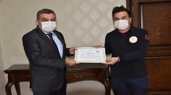 Karaman'da Kovid-19 ile mücadelede başarılı personel ödüllendirildi