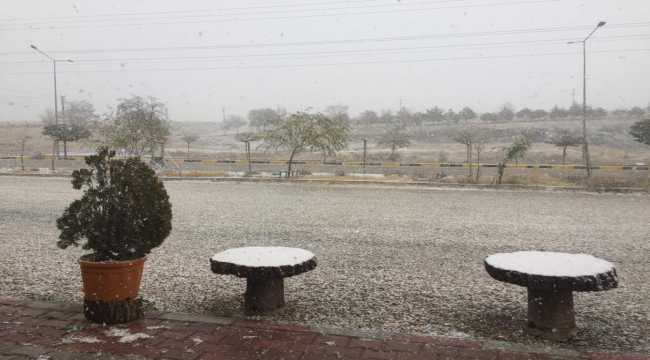 Kırıkkale'ye mevsimin ilk karı yağdı