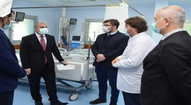 Kırşehir Valisi Akın, Kovid-19 yoğun bakım ünitesinde incelemelerde bulundu
