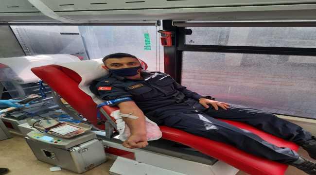 Korkuteli'nde jandarma personeli kan bağışı yaptı