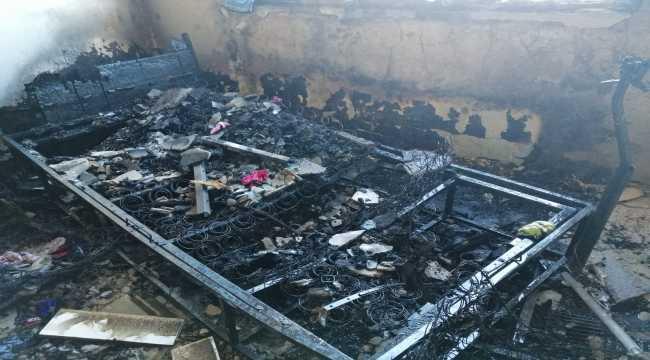 Mersin'de ev ve depoda çıkan yangın söndürüldü