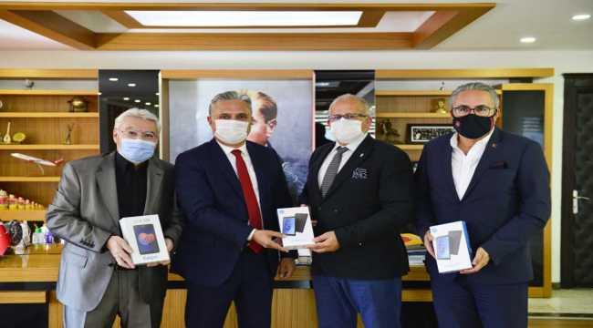 Muratpaşa Belediyesinin imece tablet kampanyasına destek