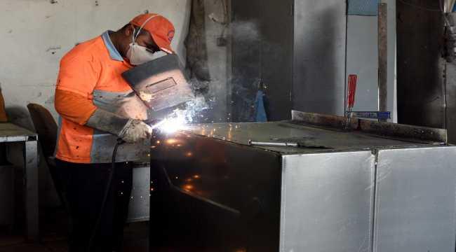 Muratpaşa'da konteynerlerde bakım ve onarım çalıması