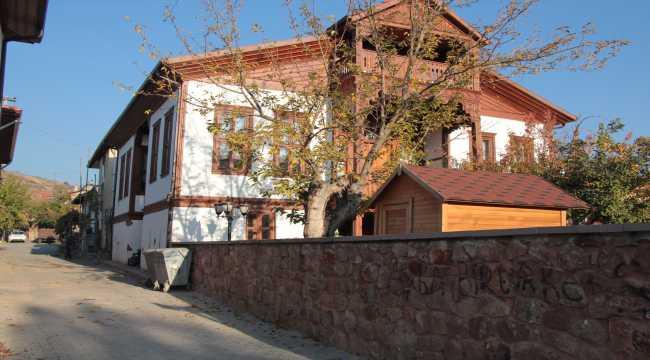 Nallıhan Belediyesi restorasyon çalışmalarını sürdürüyor