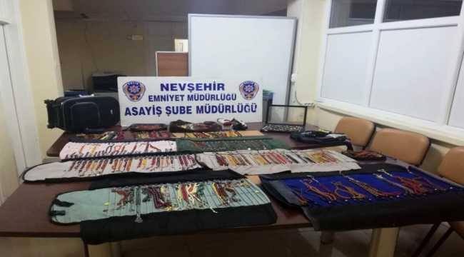 Nevşehir'de iş yerinden tespih ve yüzük koleksiyonunu çalan 2 şüpheli tutuklandı