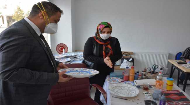 Sorgun Belediye Başkanı Ekinci el sanatları kursunu ziyaret etti