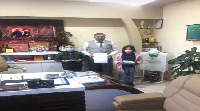 Tomarzalı minik öğrenciler haçlıklarını depremzedelere gönderdiler