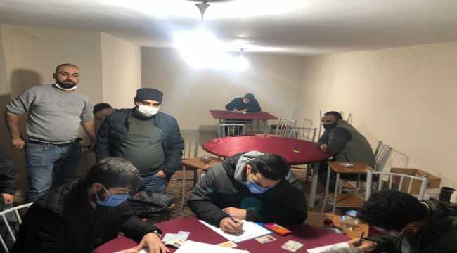 Adana'da 13 iş yerinde kumar oynayan 121 kişiye para cezası