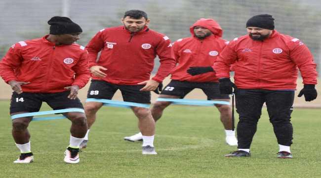 Antalyaspor'da 5 oyuncu antrenman yaptı