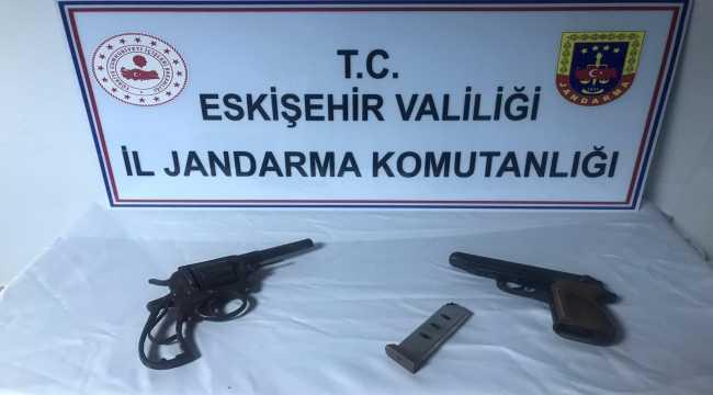 Eskişehir'de sahte içki operasyonunda 3 şüpheli yakalandı