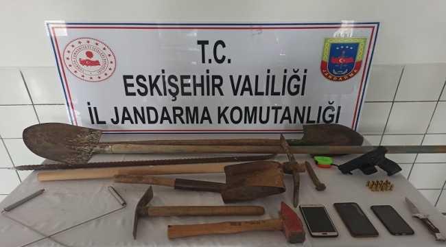 Sit alanında izinsiz kazı yapanlar yakalandı