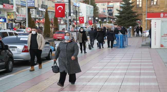 İç Anadolu'da kısıtlama öncesi cadde ve sokaklarda yoğunluk yaşanıyor