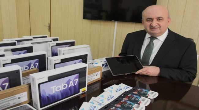 Kahramanmaraş'ta 4 bin 330 tablet bilgisayarın ilçelere teslimatı başladı