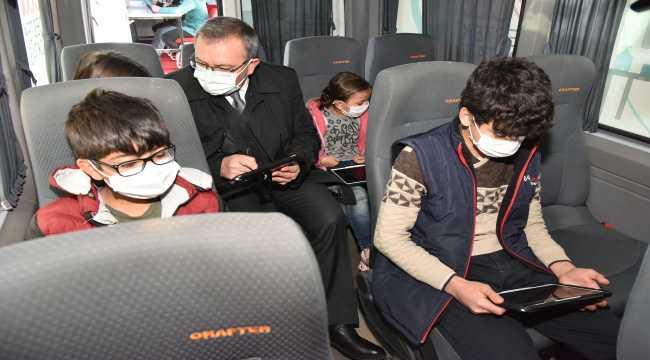 Kahramanmaraş'ta EBA destek noktası kırsalda yaşayan çocukların ayağına götürüldü