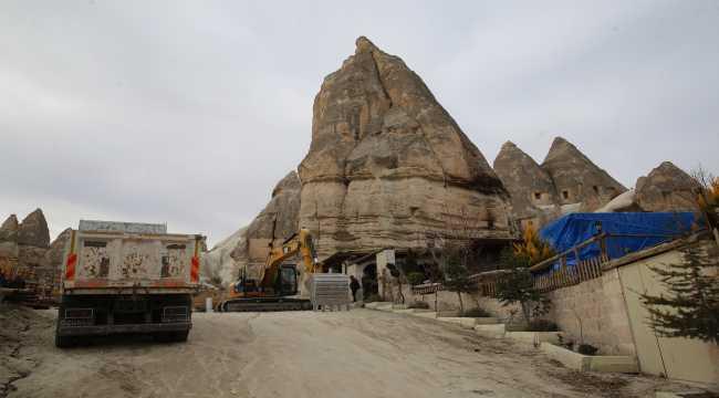 Kapadokya'da peribacalarının yakınındaki yapıların yıkımı sürüyor