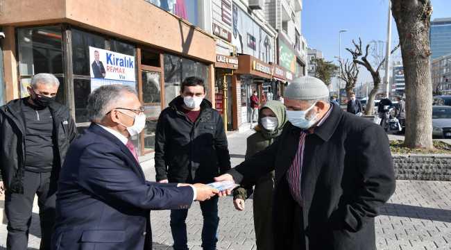Büyükşehir Belediyesi 15 bin maske dağıttı