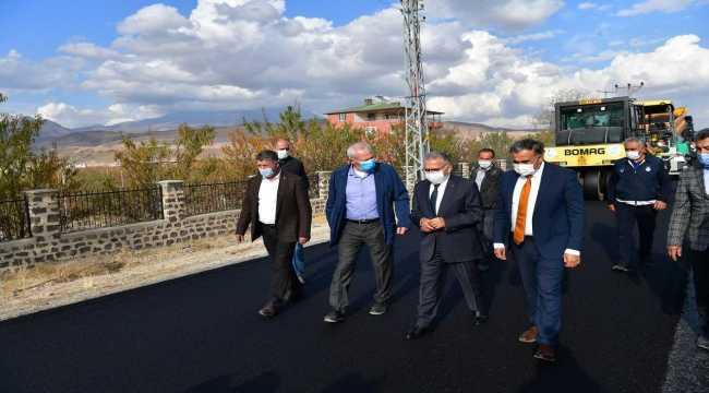 Kayseri Büyükşehir Belediyesi ilçelere 14 milyon liralık asfalt serdi