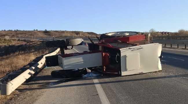 Sivas'ta devrilen traktördeki 3 kişi yaralandı