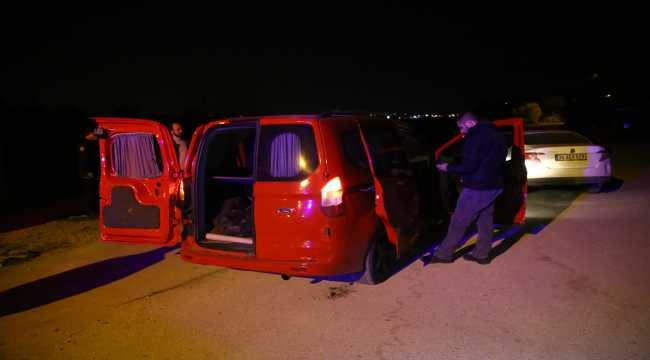 Adana'da çalıntı hafif ticari araç polisin 40 kilometrelik kovalaması sonucu durduruldu