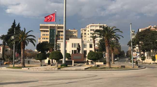 Akdeniz'de yeni yılın ilk gününde sokaklar sessiz