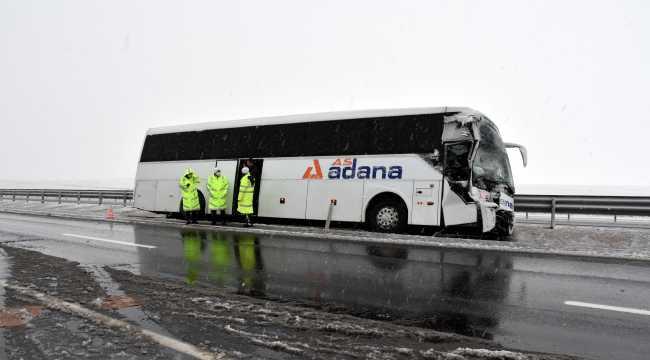Aksaray'da yolcu otobüsü ile kamyonet çarpıştı: 5 yaralı