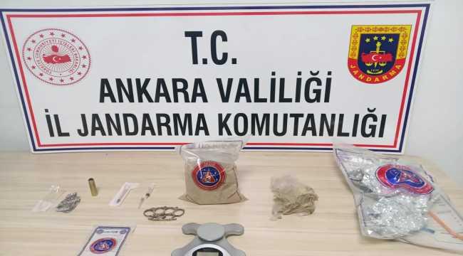Ankara'da uyuşturucu ticareti yaptıkları iddia edilen 2 kişi tutuklandı