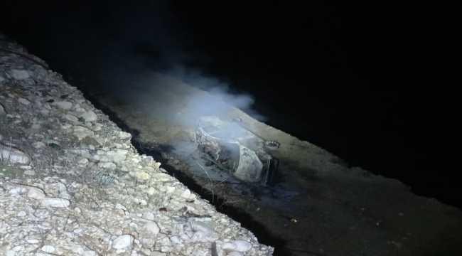 Şarampole devrilip yanan aracın sürücüsü hayatını kaybetti