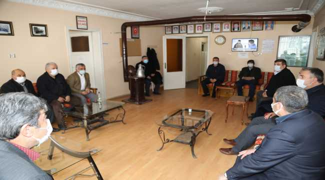 Çubuk Belediye Başkanı Demirbaş, Muhtarlar Derneğini ziyaret etti