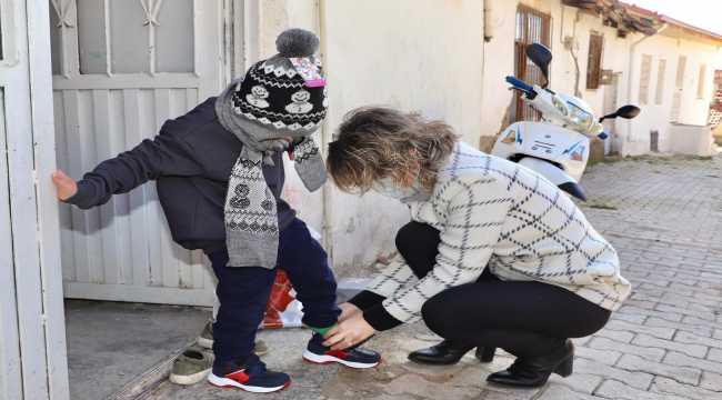 İhtiyaç sahibi çocuklara kışlık giysi yardımı yapıldı
