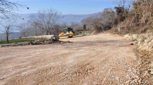 Ermenek'te bağ yollarında çalışmalar sürüyor