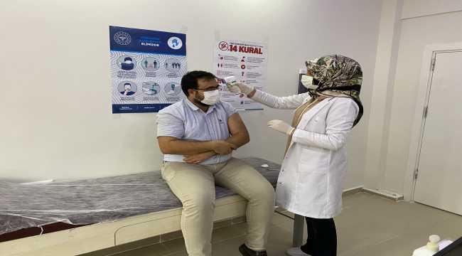 Eskil ilçesinde sağlık çalışanlarına CoronaVac aşısının ilk dozu yapılmaya başlandı