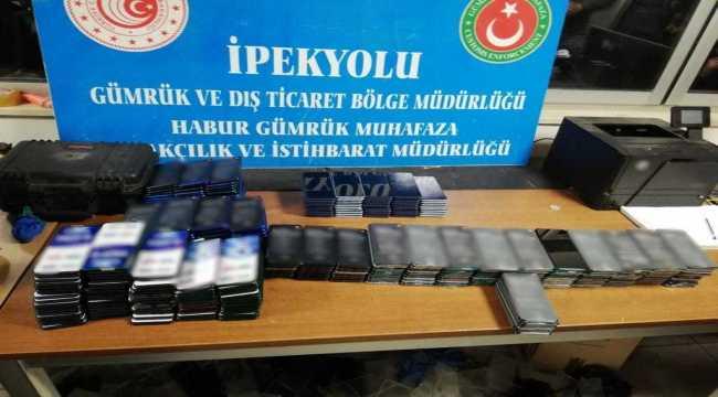 Gümrük Muhafaza ekipleri Habur'da 669 kaçak cep telefonu ele geçirdi