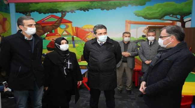 Hacılar Belediyesi çocuk kütüphanesine Mehmet Özer'in ismini verdi