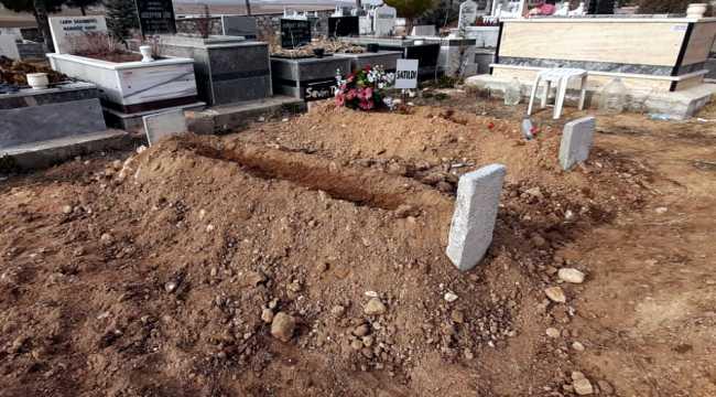 Kırşehir'de erkek arkadaşıyla birlikte öldürülerek gömülen kadının cenazesi defnedildi