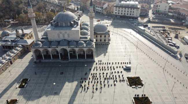 Konya, Aksaray ve Afyonkarahisar'da cuma namazı tedbirlere uyularak kılındı