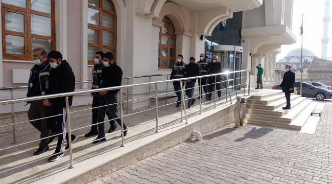 Konya'da telefonla dolandırıcılık yaptıkları iddiasıyla 5 zanlı yakalandı