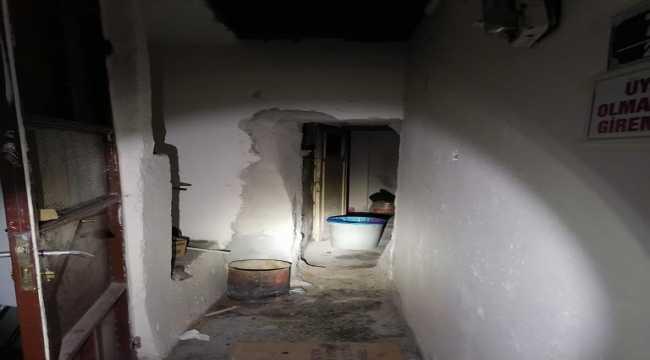 Kumar oynamak için duvarı yıkıp gizli giriş yapmışlar